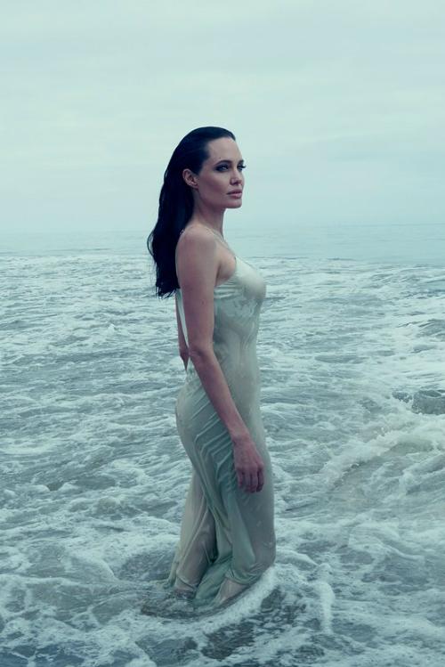 Dezvaluirile misterioasei Angelina Jolie