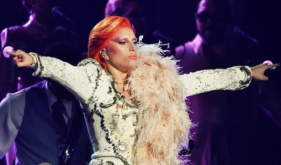 Lady Gaga – tribut adus lui David Bowie la Premiile Grammy 2016 (VIDEO)