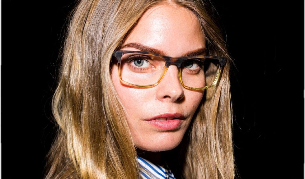 8 trucuri de machiaj pentru o privire conturata atunci cand porti ochelari