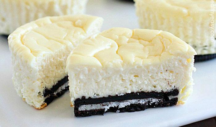 Mini cheesecake cu blat Oreo