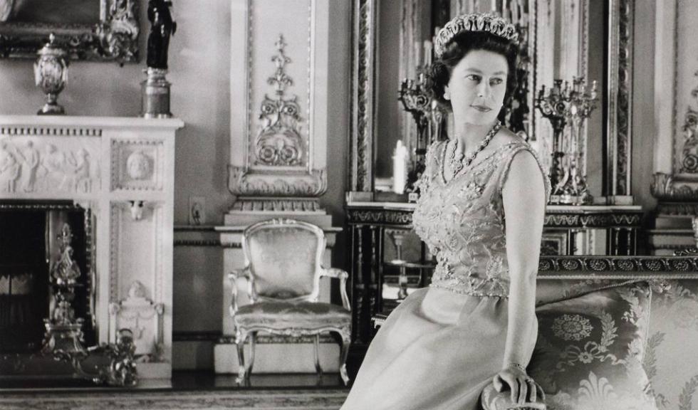 Regina Elisabeta a II-a sarbatoreste 90 de ani de stil si eleganta regala