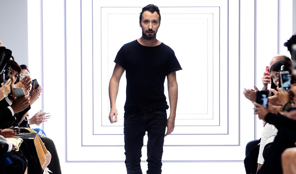 Anthony Vaccarello paraseste Versus Versace
