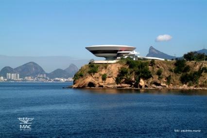 Louis Vuitton Cruise 2017 la Niteroi Contemporary Art Museum