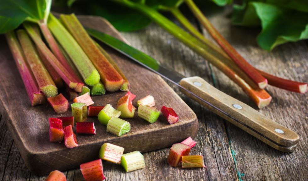 Beneficiile rubarbei: antioxidanti si vitamine