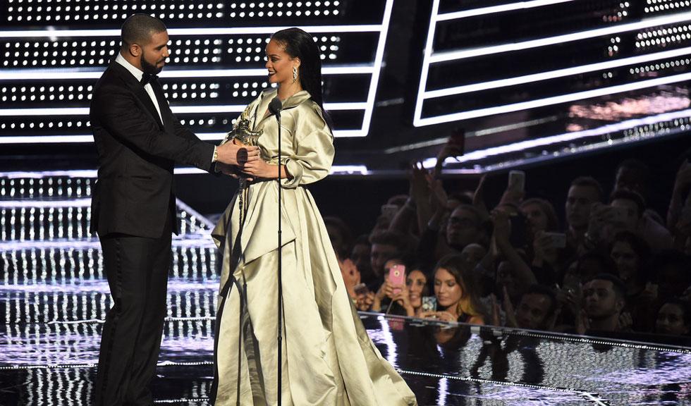 Drake, declaratie de dragoste pentru Rihanna pe scena MTV VMA 2016 (Video)