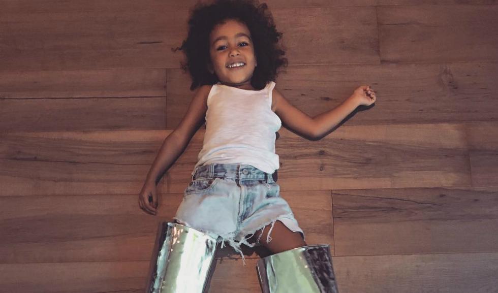 Mica fana a lui Kanye – North West devine Fashion Icon