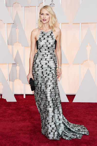 Star Style: Naomi Watts in 15 tinute stylish pe covorul rosu