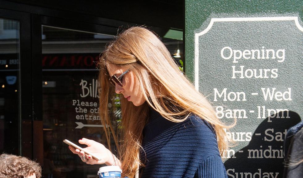 Infidelitatea digitala: cum se manifesta si cum o combati