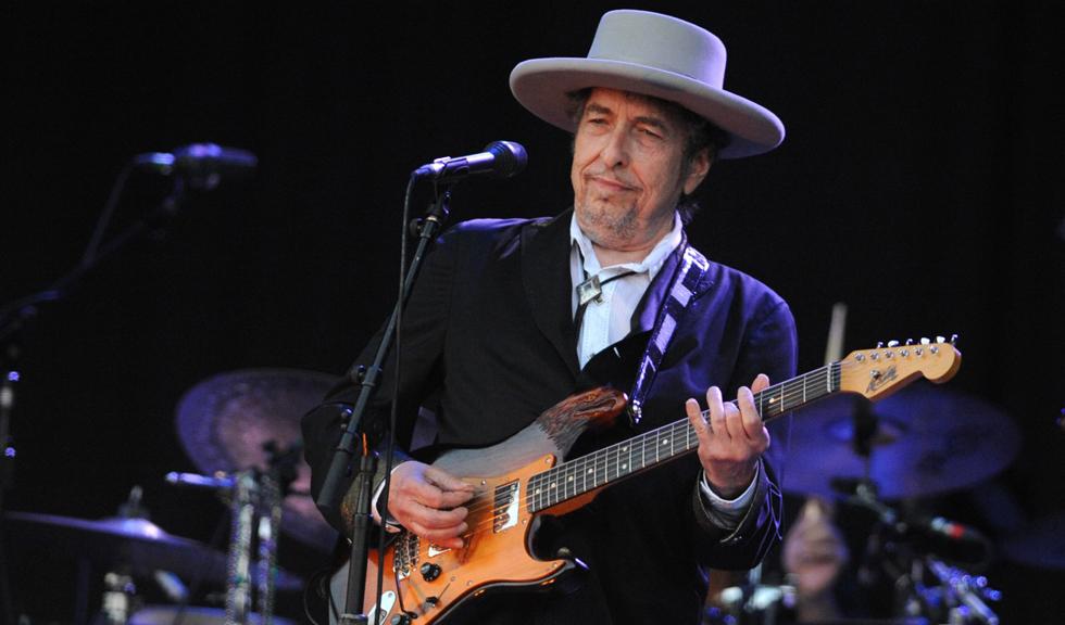 Bob Dylan si-a acceptat, in sfarsit, Premiul Nobel pentru Literatura