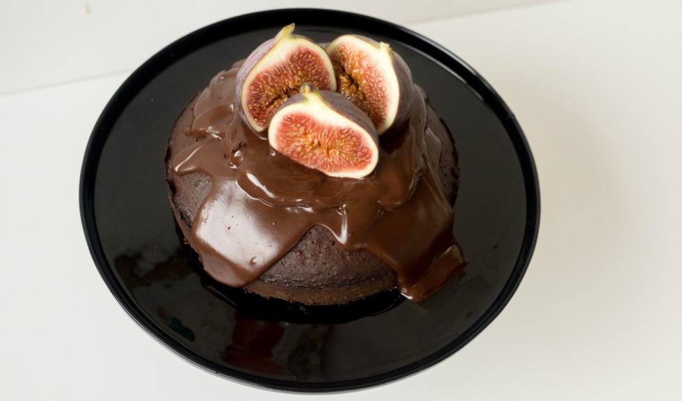Tort de ciocolata cu ulei de masline si smochine, de Ioana Dumitrescu