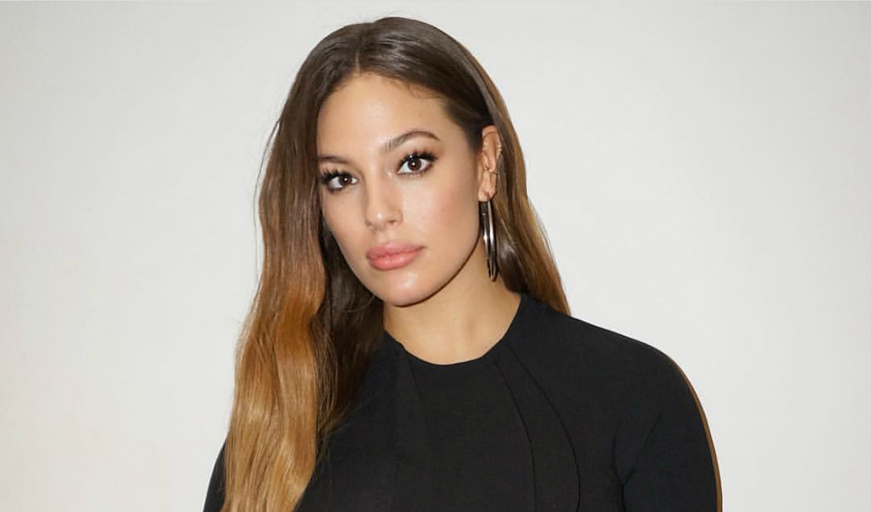 Ashley Graham pozeaza nud si transmite un mesaj important