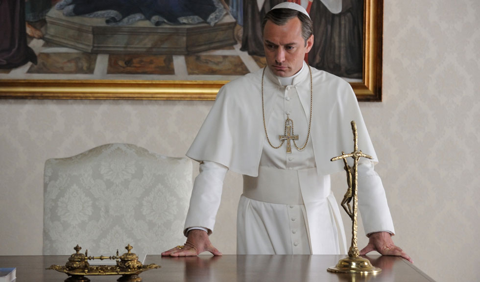 Jude Law vorbeste despre scenele nud din The Young Pope