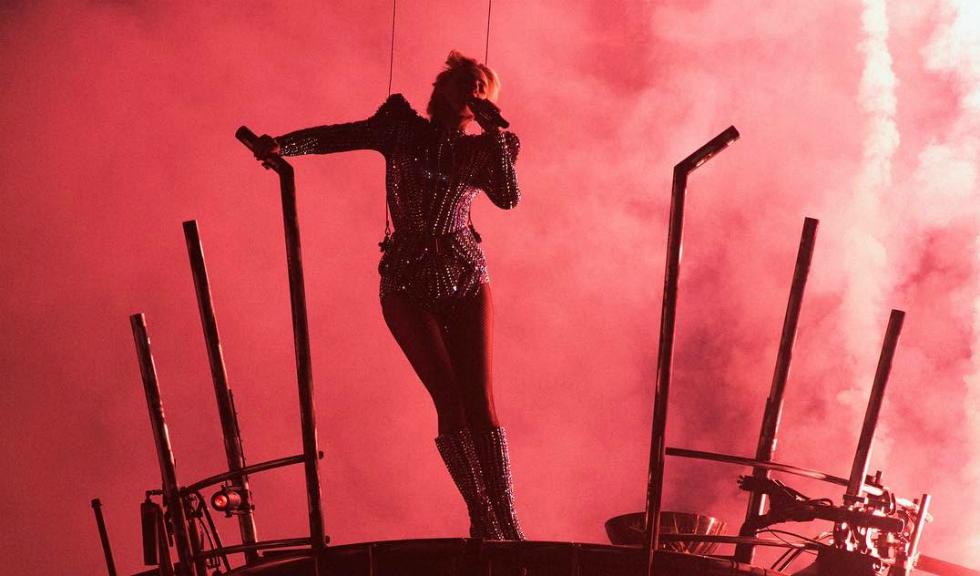 Lady Gaga – spectacol incredibil la Super Bowl!