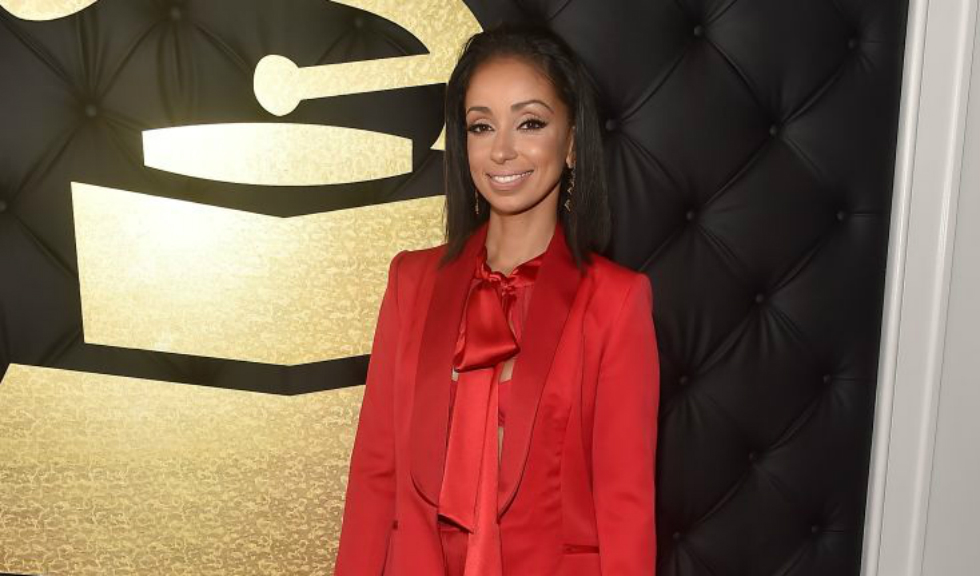 Cantareata Mya a purtat la Grammy un costum rosu romanesc Styland