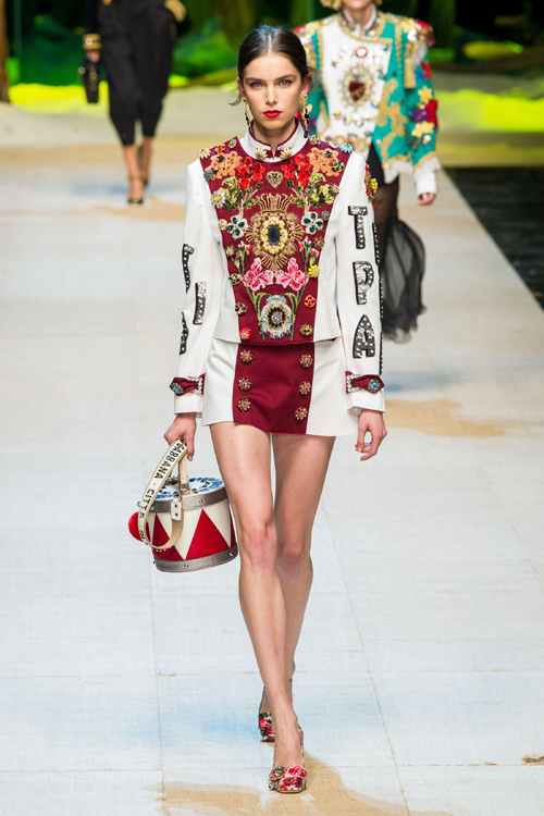 Dolce & Gabbana colectia primavara – vara 2017