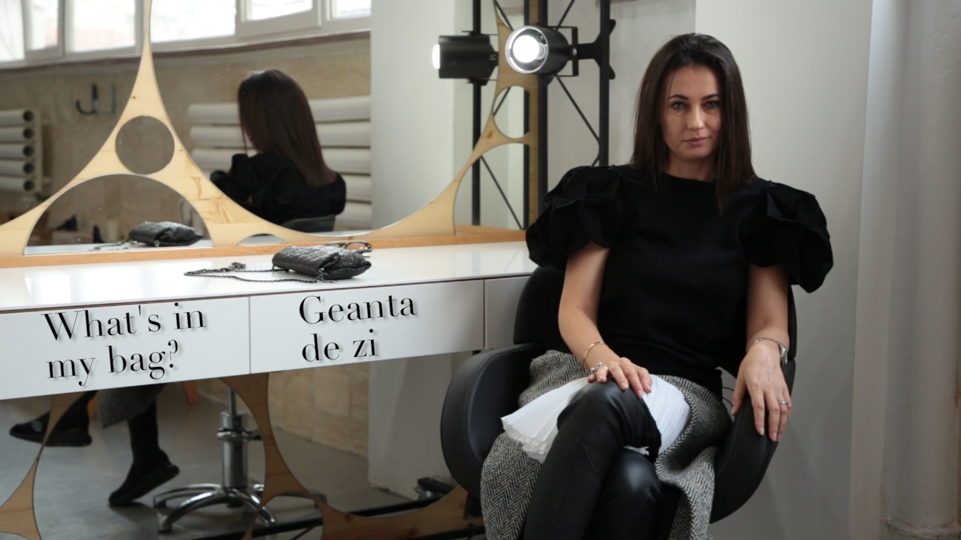 What's in my bag cu Roxana Voloseniuc – Episodul #1 (VIDEO)