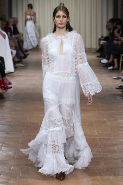 10 inspiratii de rochie de mireasa din colectiile de sezon