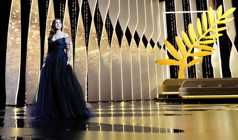 Rochia Monicai Bellucci de la deschiderea Cannes 2017 si momentul sarutului