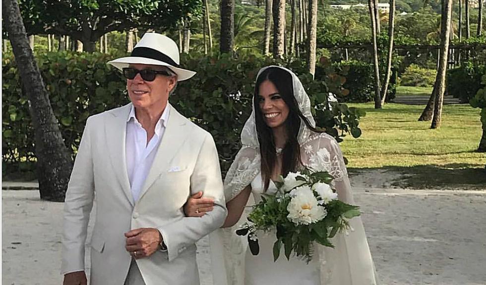 Ally Hilfiger s-a casatorit si a ales ca rochia sa fie creata de tatal ei, Tommy Hilfiger