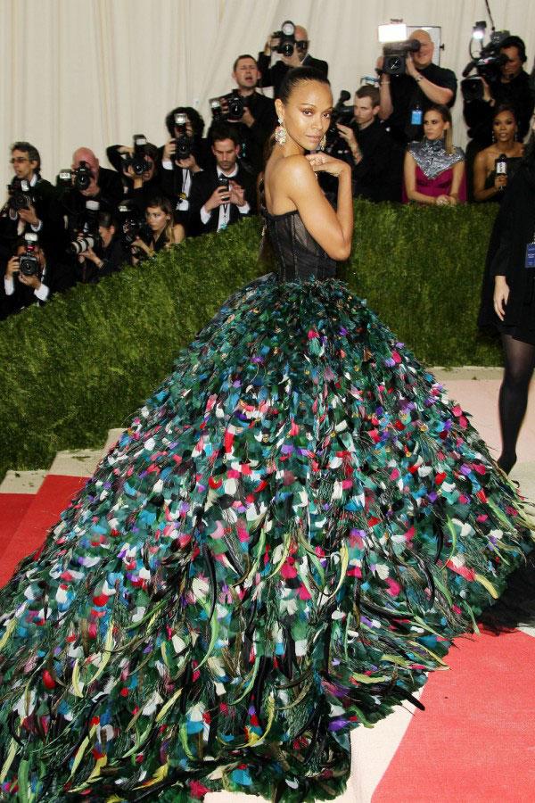 Zoe Saldana: tinutele cu care a impresionat pe covorul rosu