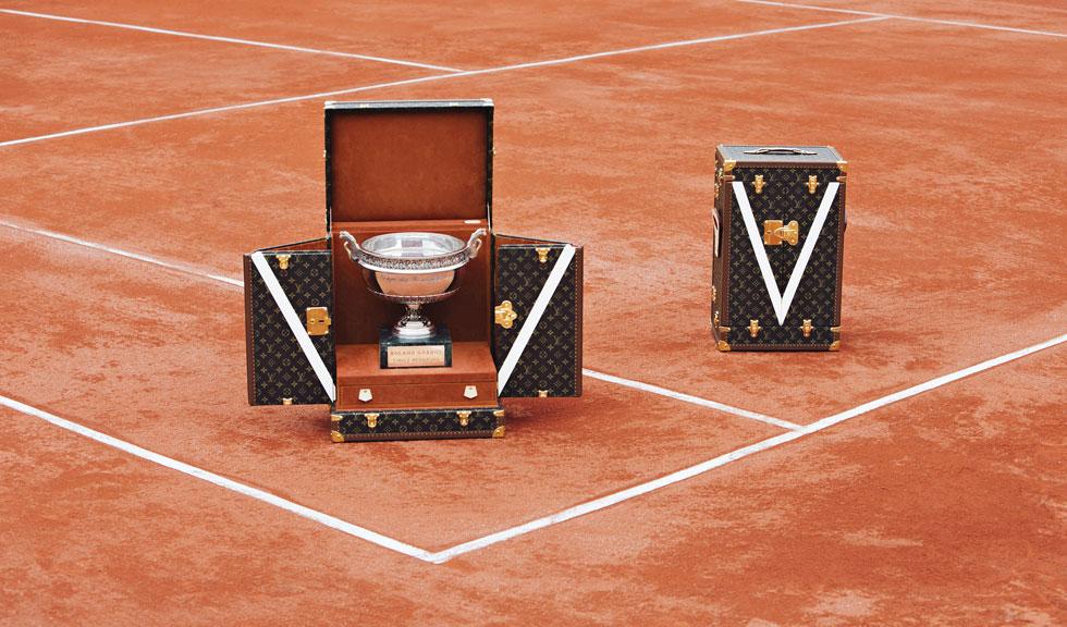 Cele doua cupe French Open isi asteapta castigatorii in cuferele lor Louis Vuitton