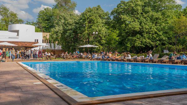 TOP 5 cele mai cool piscine din Bucuresti, perfecte pentru zilele caniculare