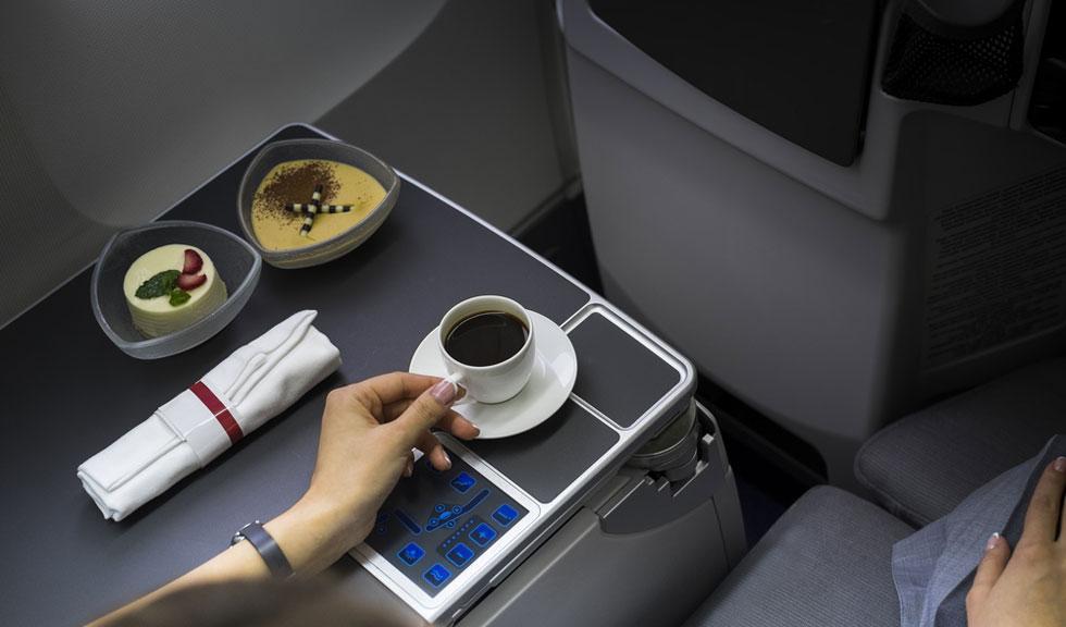 De ce nu ar trebui sa bei cafea sau ceai in timpul unui zbor