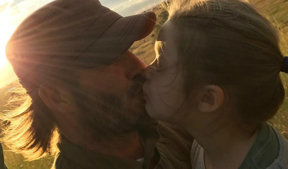 David Beckham starneste o controversa dupa ce isi saruta fiica pe buze