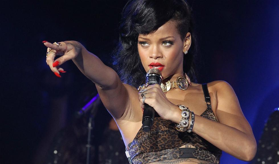 Rihanna lanseaza o noua colectie de incaltaminte. Si este atat de chic!