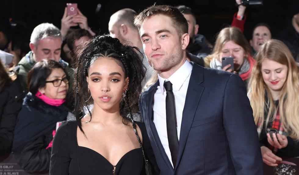 """Robert Pattinson afirma ca este """"cam"""" logodit cu FKA Twigs"""