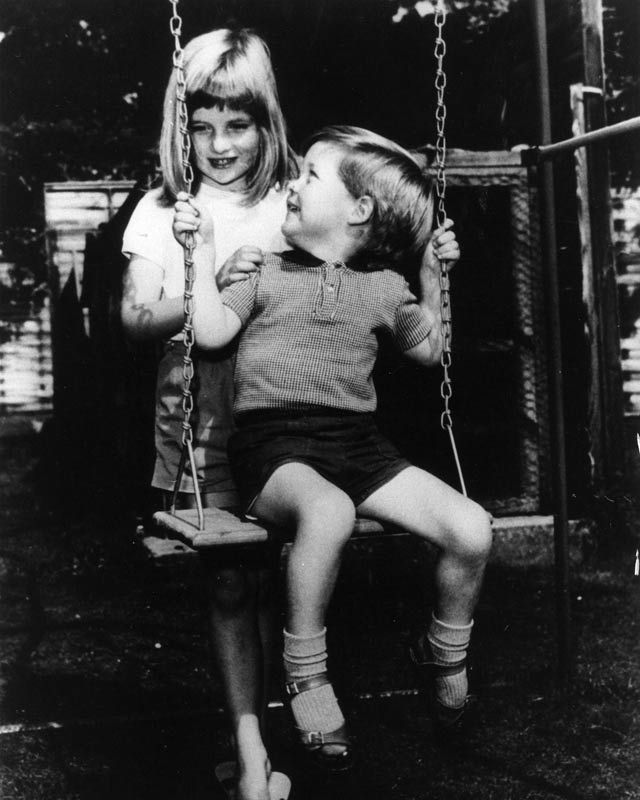 Imagini din copilaria Printesei Diana publicate intr-o noua carte