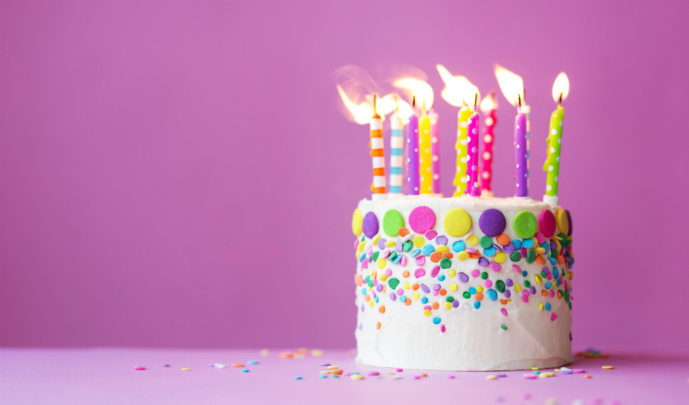 Suflatul in lumanarile de pe tort poate fi periculos?