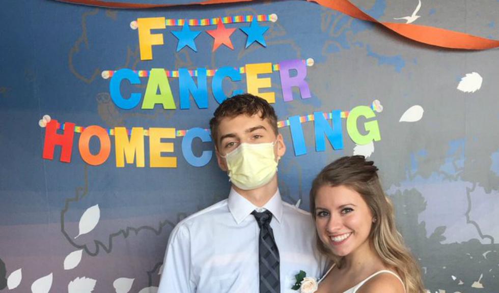 O adolescenta ii face o surpriza emotionanta prietenului ei bolnav de cancer