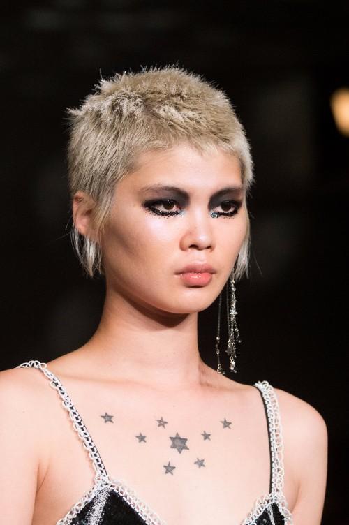 Saptamana Modei de la Londra: cele mai noi tendinte de beauty