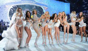 """Imagini de arhiva cu """"ingerii"""" Victoria's Secret"""