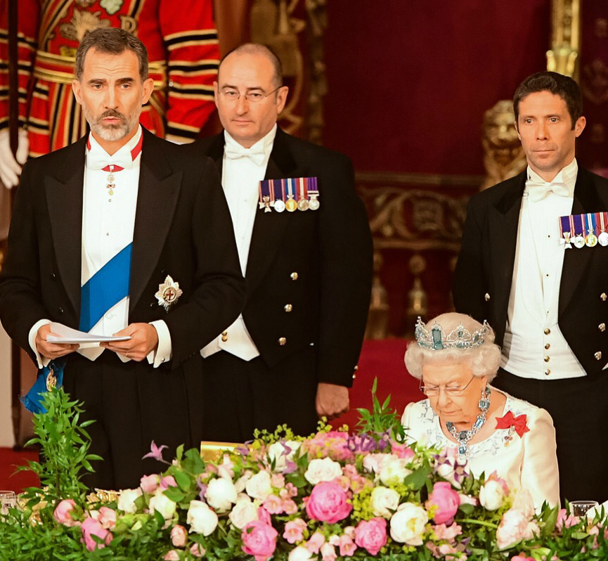 Bijuteriile reginei: povestea din spatele colierelor