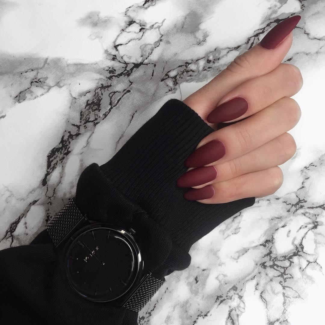 7 reinterpretari cool ale unghiilor rosii