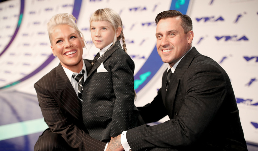 Pink si fiica sa, impreuna pe covorul rosu la CMA Awards