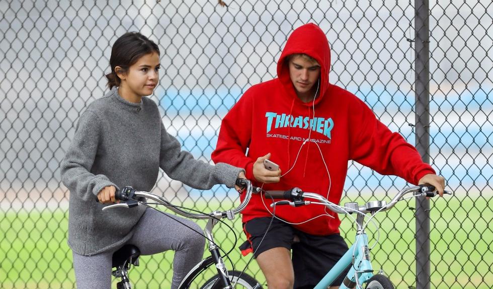 Selena Gomez nu vrea sa se grabeasca in relatia cu Justin Bieber iar The Weeknd are o noua iubita