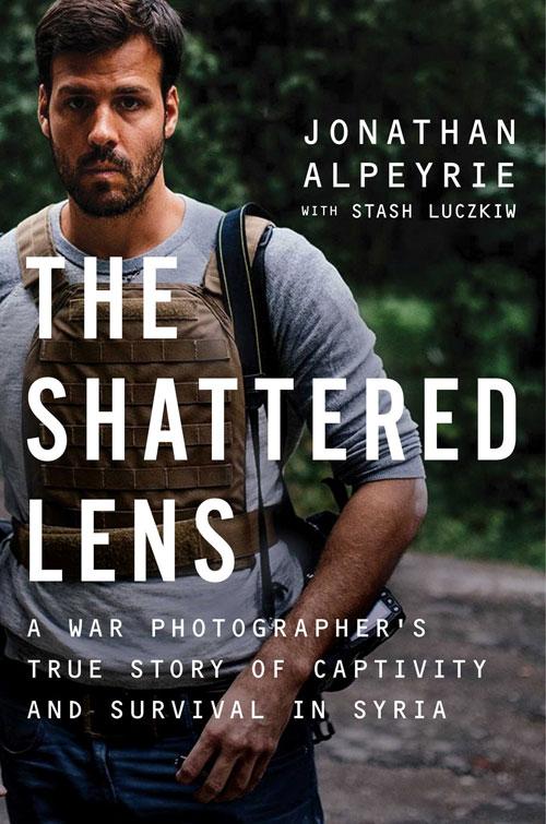 """The Shattered Lens"", o carte despre viata ca prizonier in Siria"