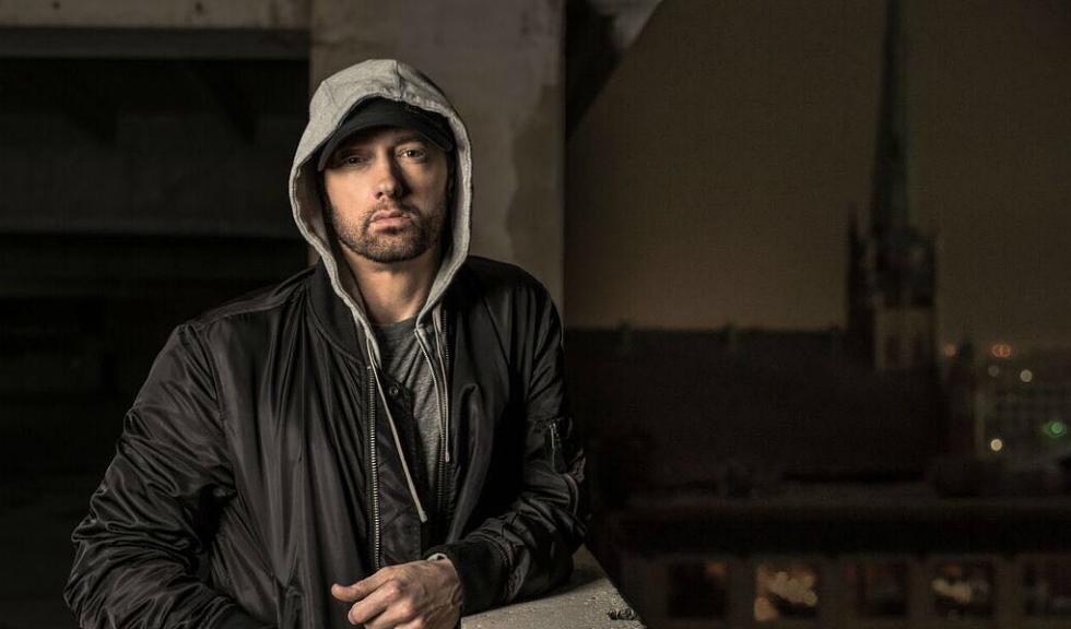Eminem recunoaște că folosește Tinder