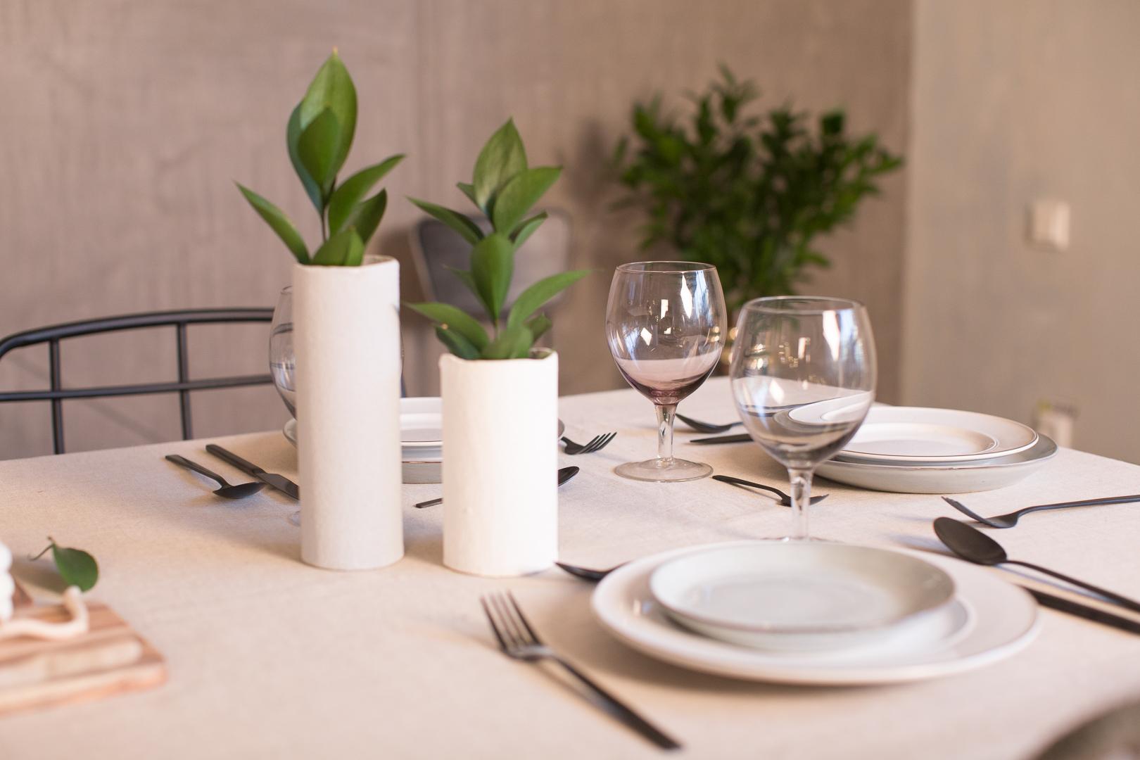 (P) Cum decorezi o masă festivă într-un mod minimalist