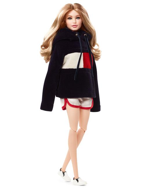 Papusa Barbie TommyXGigi celebreaza colaborarea dintre Tommy Hilfiger si Gigi Hadid