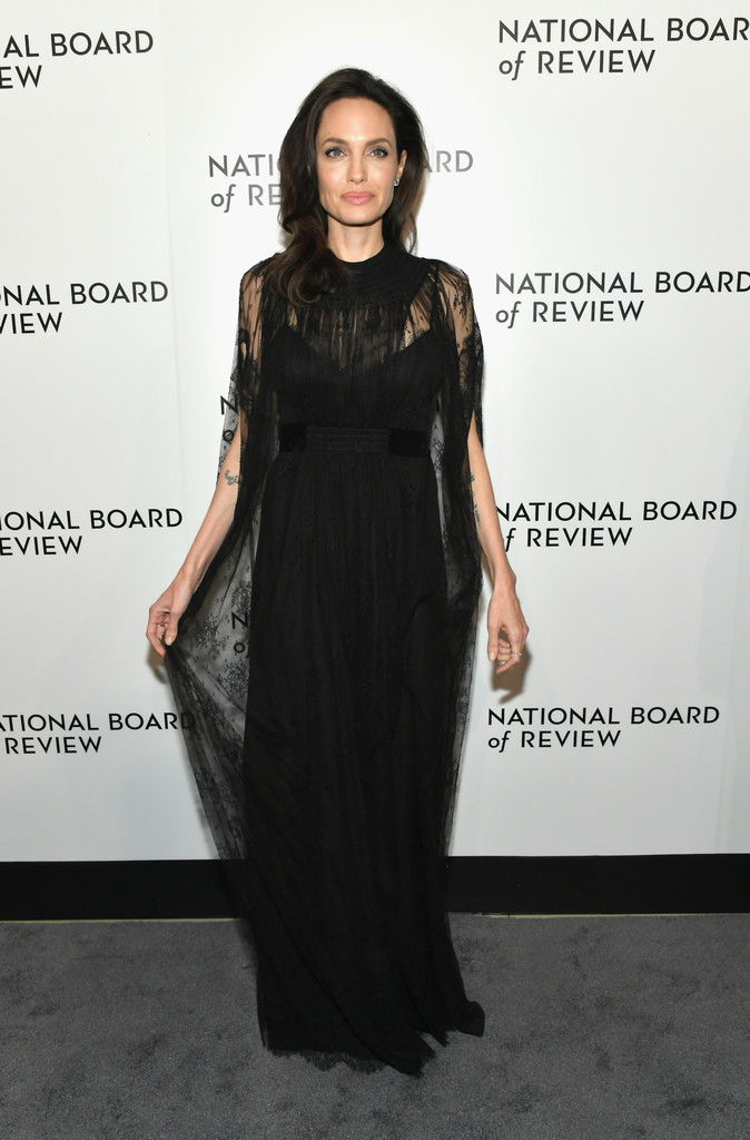 Angelina Jolie, alături de fiicele sale pe covorul roșu la NBR Awards. Shiloh a fost în centrul atenției
