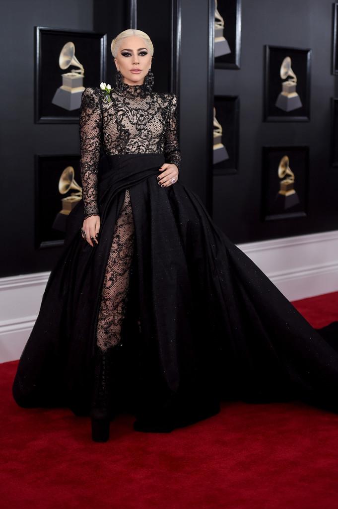 Singurele ținute de pe red carpet de la Grammy 2018 pe care CHIAR MERITĂ să le vezi