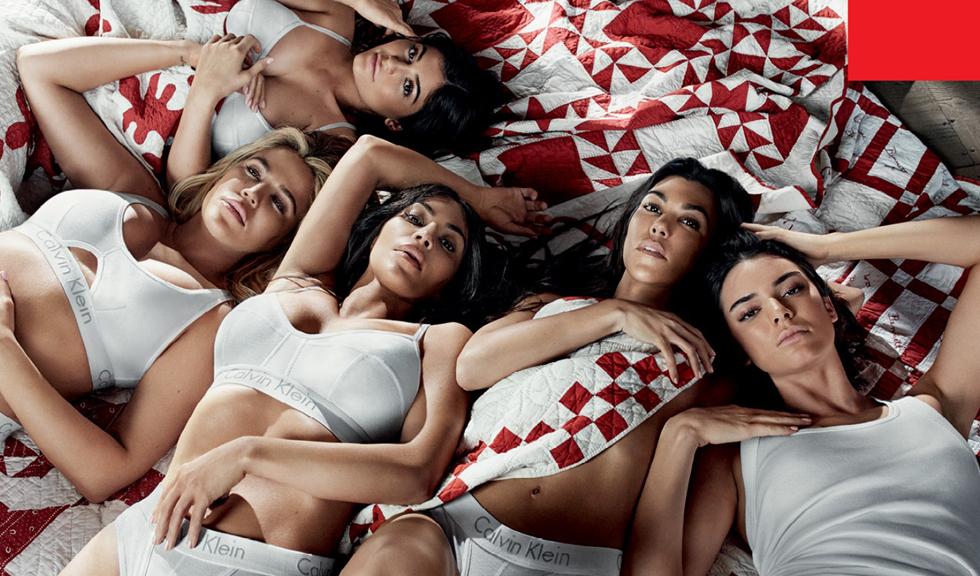 Clanul Kardashian-Jenner în Calvin Klein e imaginea perfectă a modei de astăzi