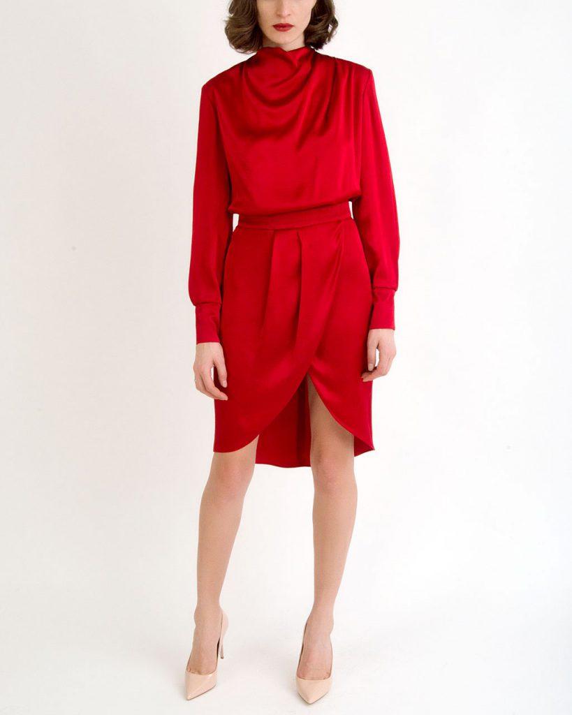 Rochii pentru Valentine's Day. Rochie roșie cu textură fluidă