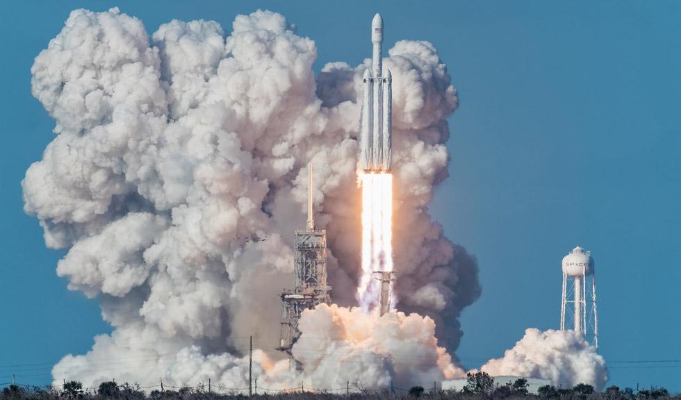 Elon Musk scrie istorie și lansează cu succes Falcon Heavy, cea mai puternică rachetă din lume. Imagini spectaculoase din drumul ei către Marte