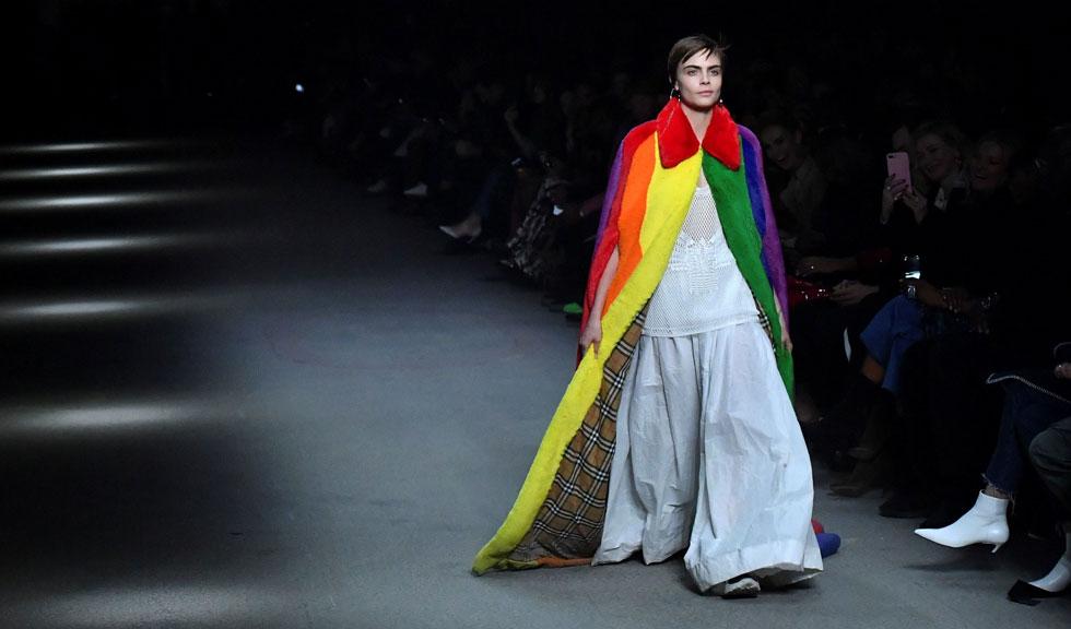 Colecția Burberry Fall 2018 este un omagiu LGBT în toate nuanțele curcubeului