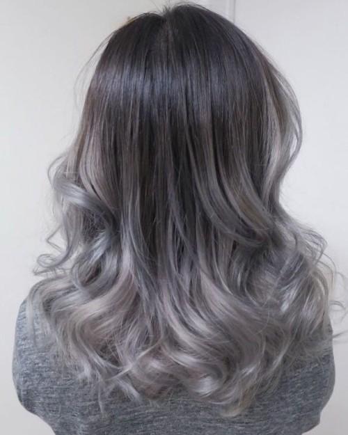 Cel mai nou trend în hairstyle: părul grey ombre